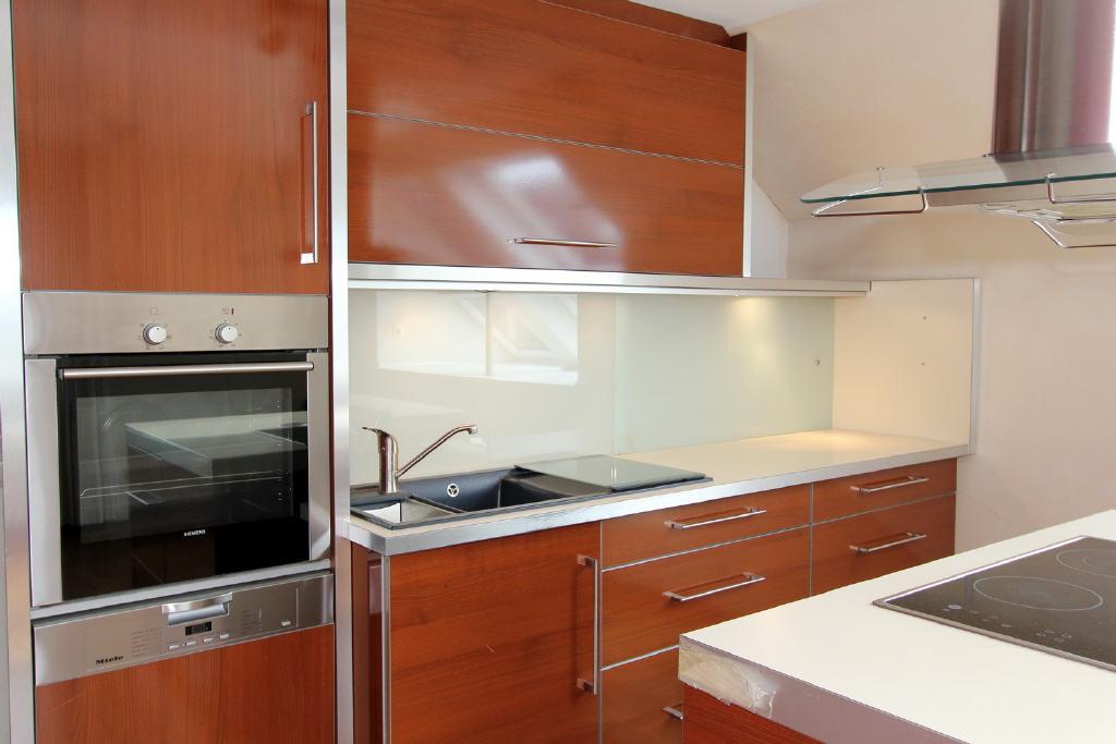 Küche mit hochwertigen Elektrogeräten