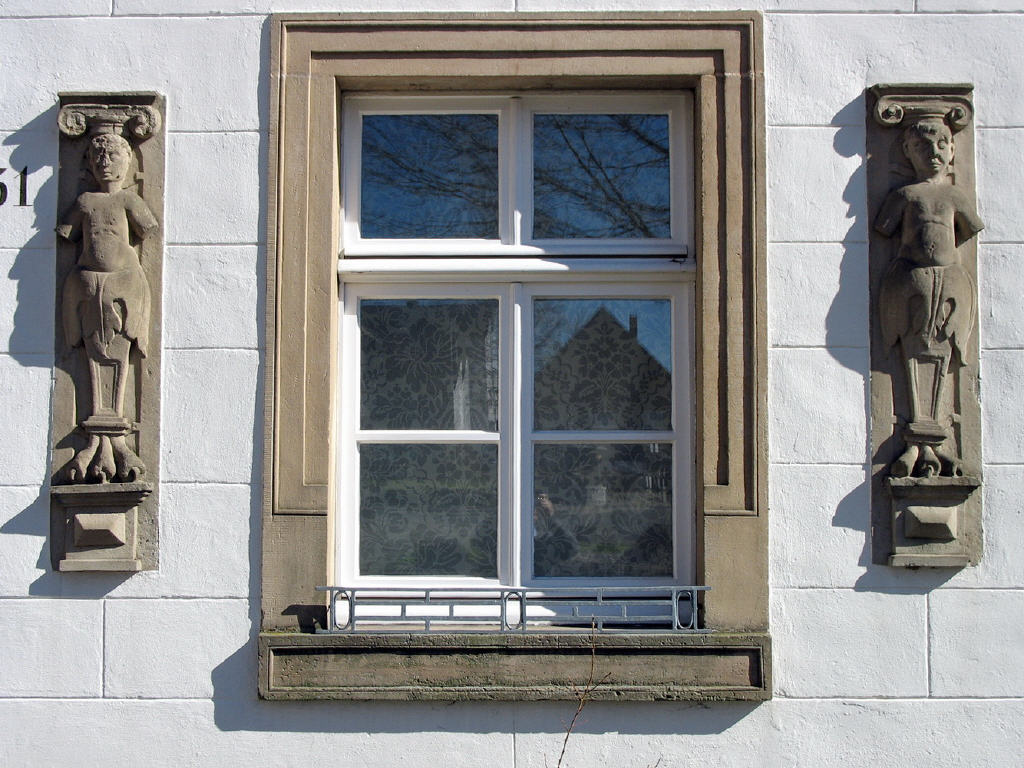 Sandsteinfigunren aus dem 17. Jahrhundert