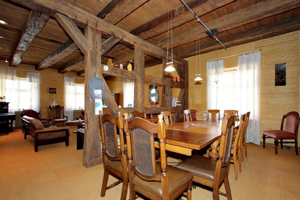 offener Essbereich zwischen Wohnen und Kochen