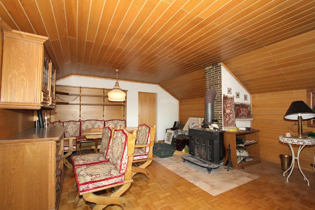 Herrenzimmer mit einem Franklin-Ofen