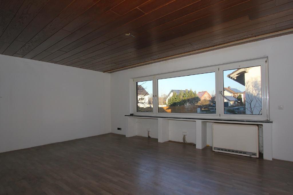 großes Panoramafenster im Wohnbereich