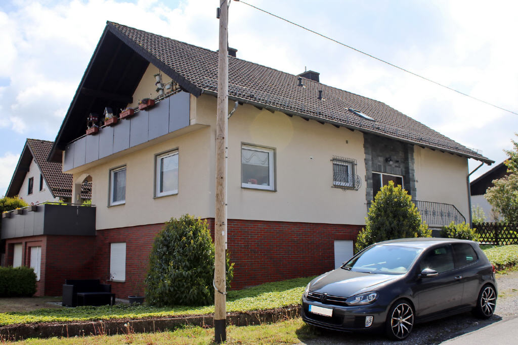 Modernisiertes Dreifamilienhaus