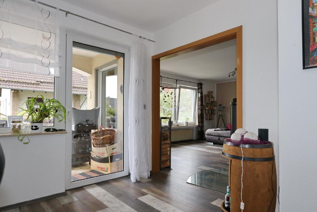 zwei Terrassentüren im Ess- u. Wohnbereich