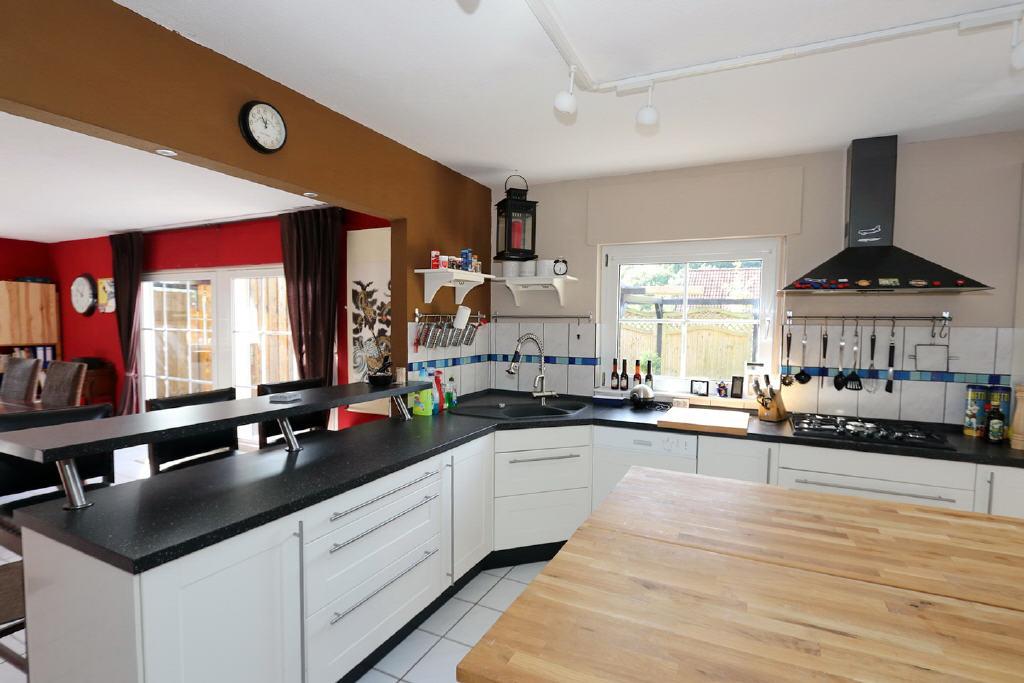 große, helle Wohnküche