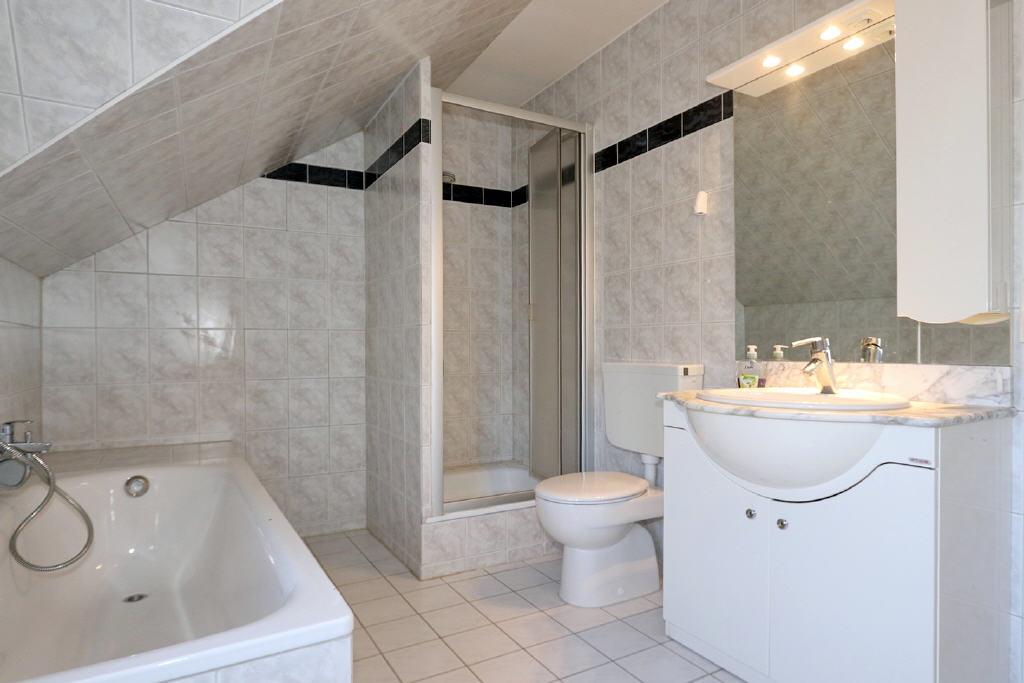 Voll-/Duschbad mit Tageslicht