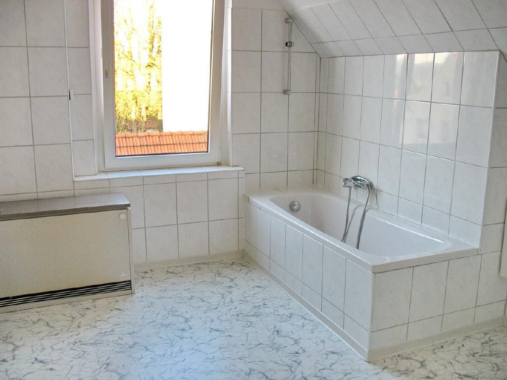 12 m² großes Vollbad mit Fenster