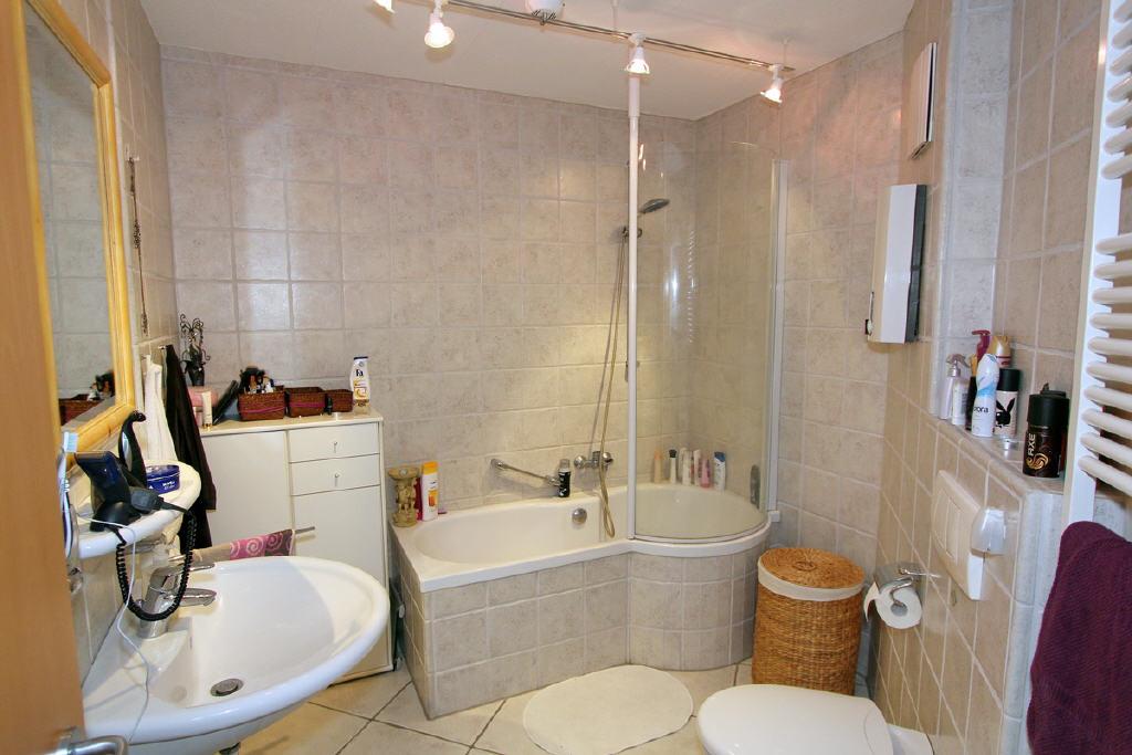 exklusives Vollbad mit Duschbereich