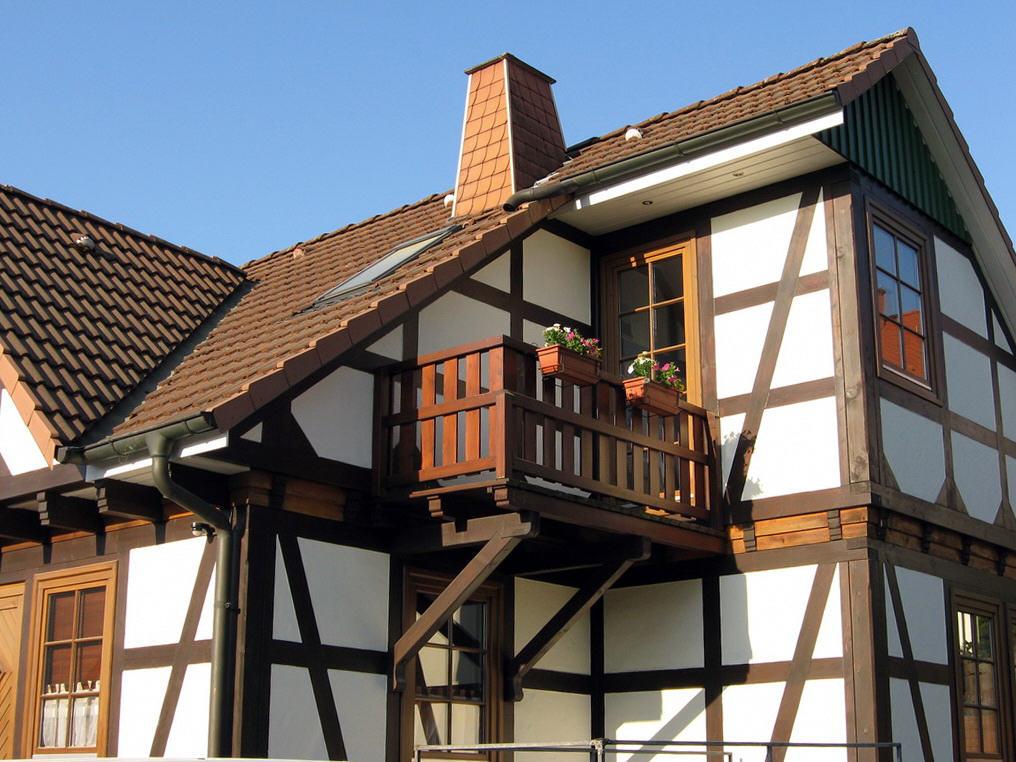 Fachwerkfassade mit Balkon