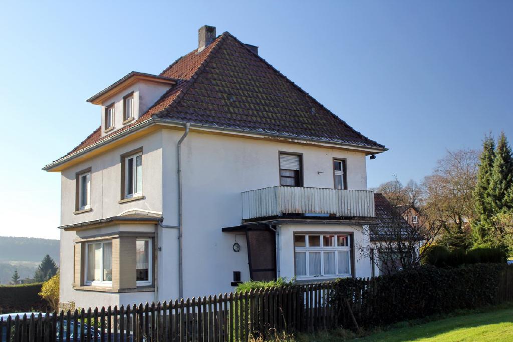 Wohnzimmererker und Windfang mit Dachterrasse