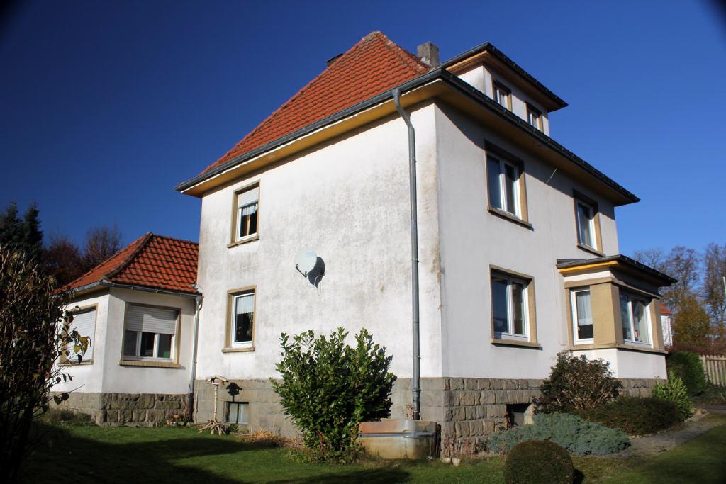 Walmdach (60°) mit einer großen Dachgaube