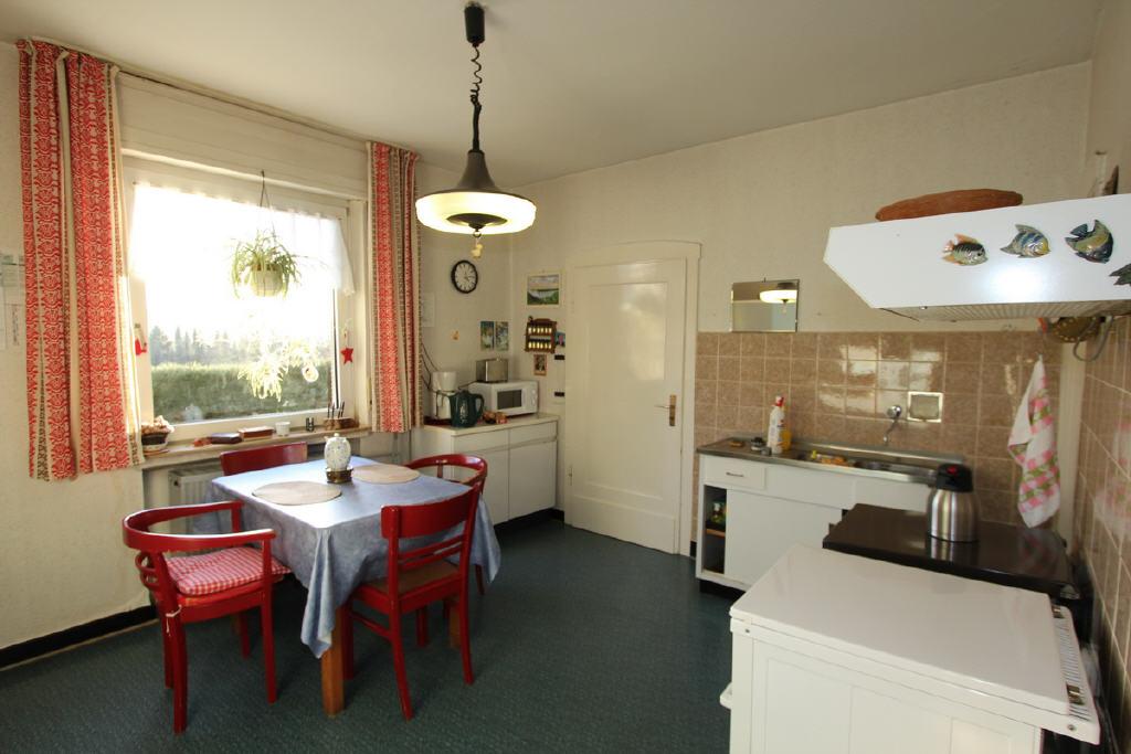 Wohnküche mit Zugang in den Wintergarten