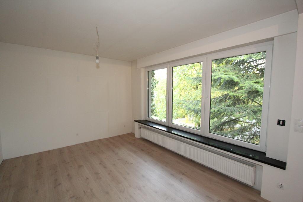 neuer Bodenbelag, neue Fenster und elektr. Rollläd