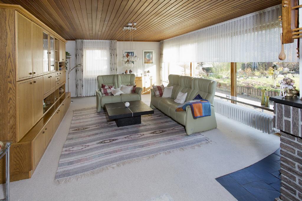Wohnraum mit Panoramafenster nach Süden