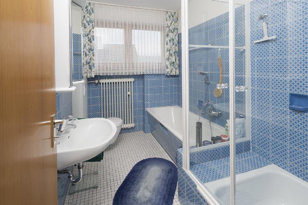 sehr gepflegtes Voll-/Duschbad