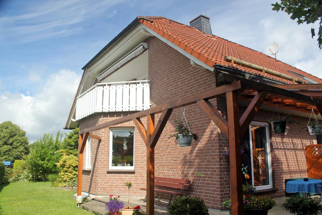 Sonnenseiete: Erker und Terrasse