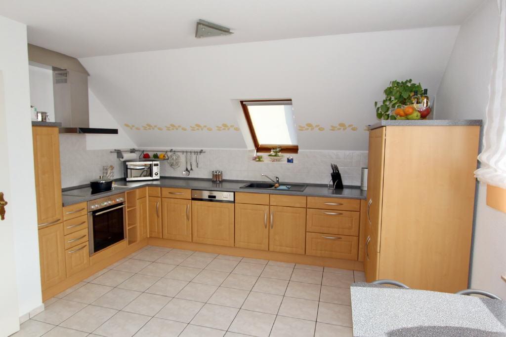 offene Wohnküche mit 3 Fenster