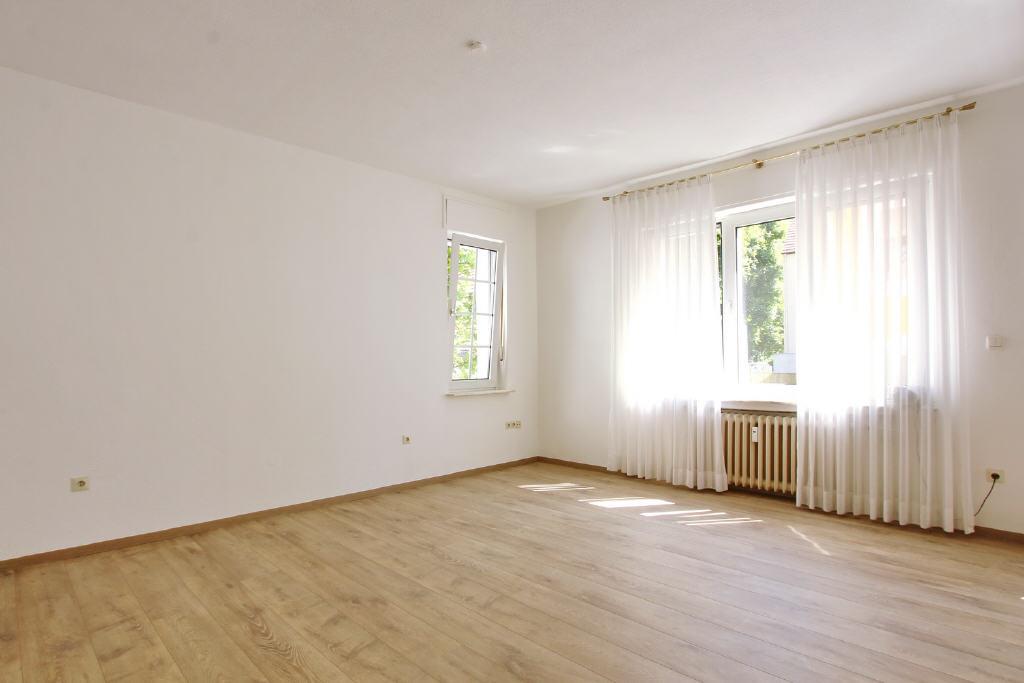 hervorragende Stellflächen für große Möbel