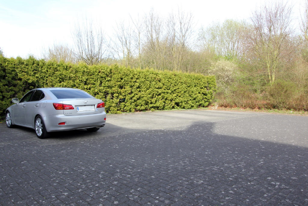 hauseigene Parkplatzanlage