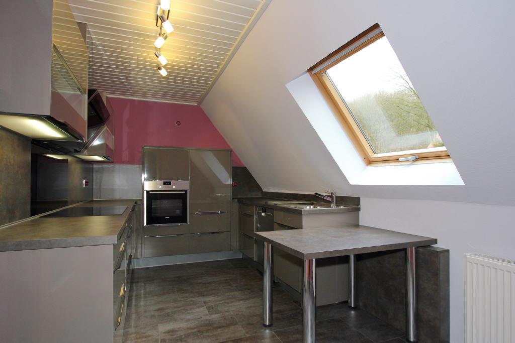 Küche mit hochwertiger Einbauküche