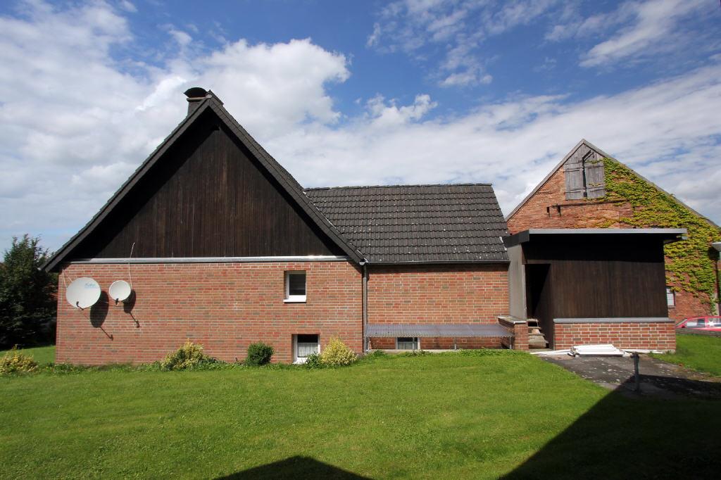 Wohnhaus mit Erweiterung und Anbau