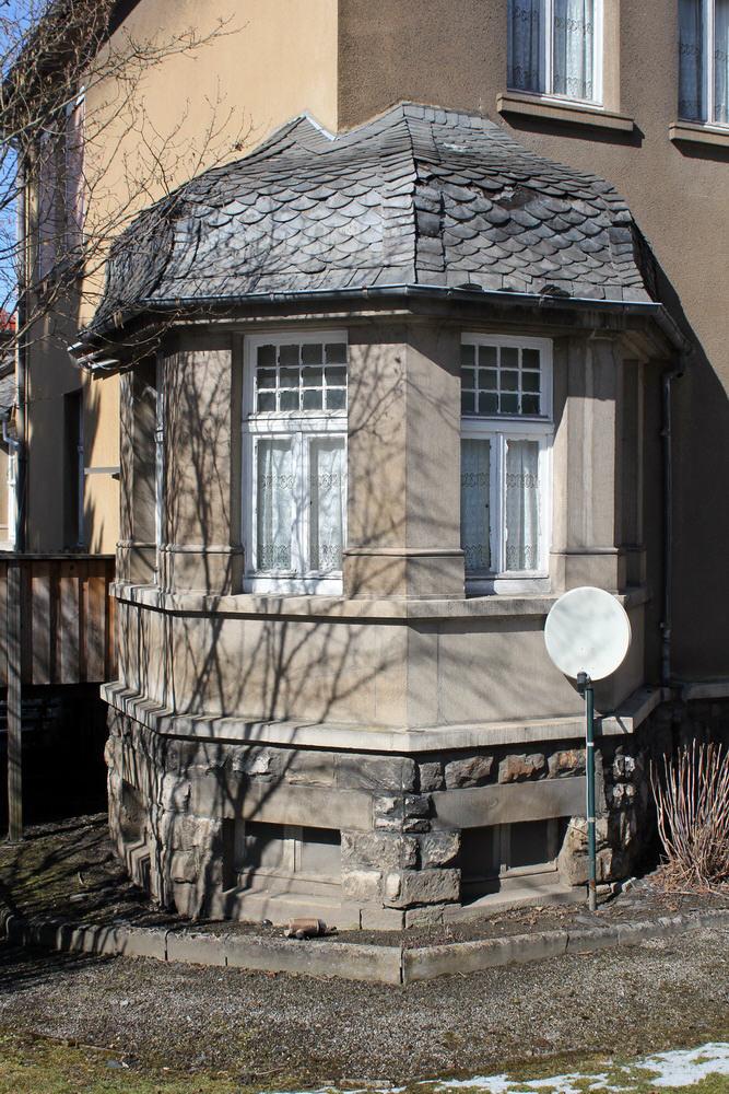 achteckige Veranda mit barockisierenden Anklängen