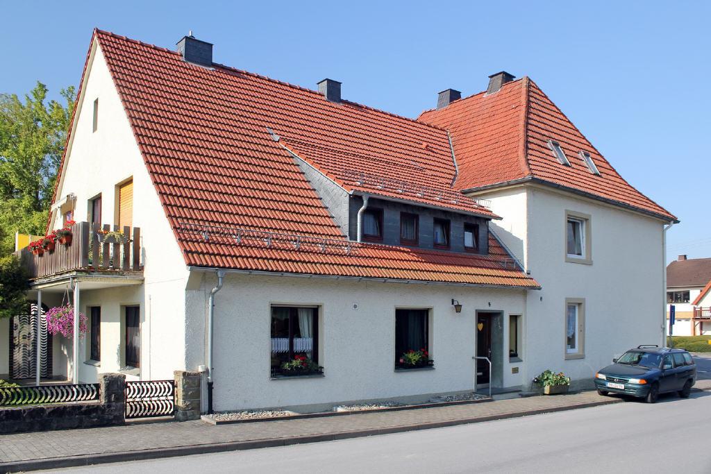 Nebengebäude mit 2 großen Mietwohnungen