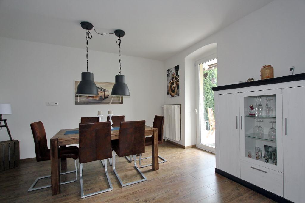 Wohn-/Esszimmer mit Terrassentür