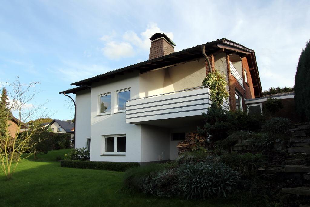 überdachte Loggia mit Terrasse im EG
