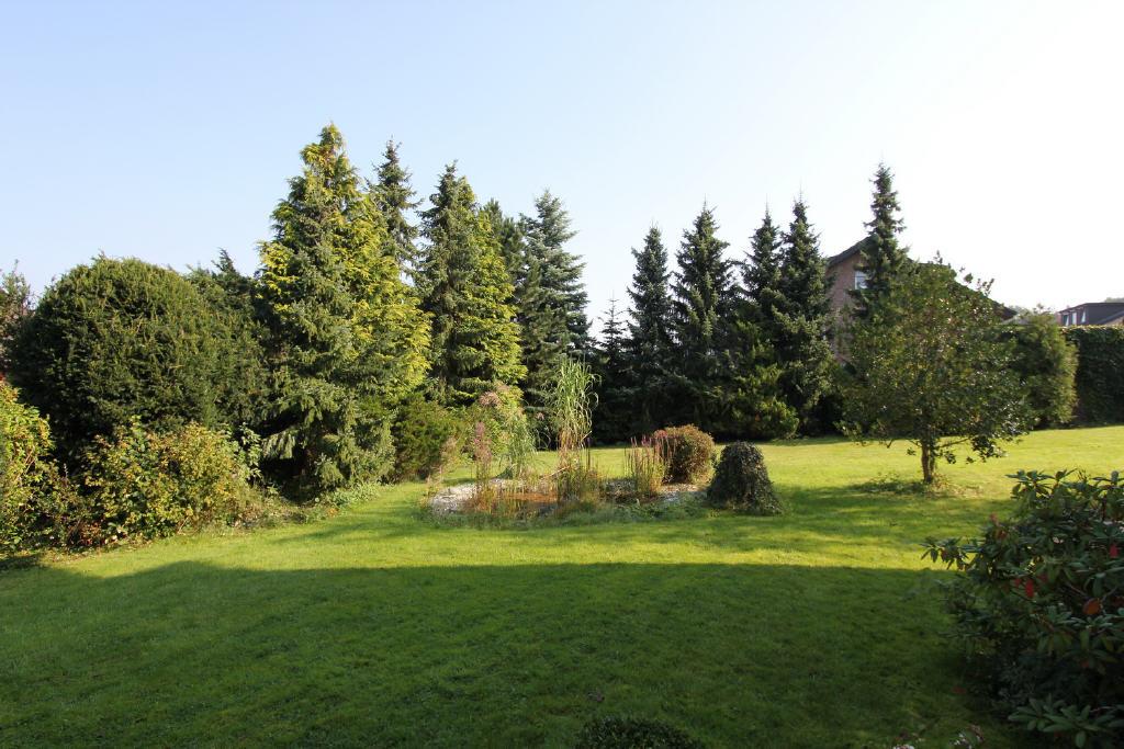 Nadel- u. Laubbäume, Ziersträucher u. Rasenanlage