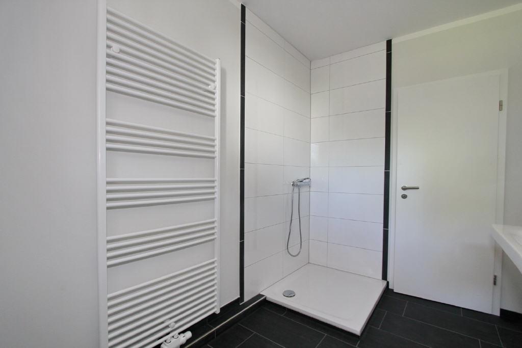 große Duschkabine
