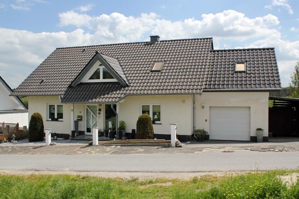 Freisteh. Einfamilienhaus mit Garage