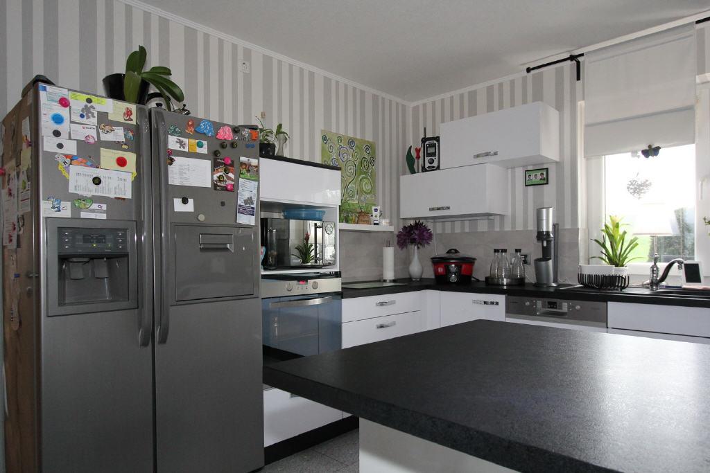 Kühlschrank mit Chrasheis-Maschine