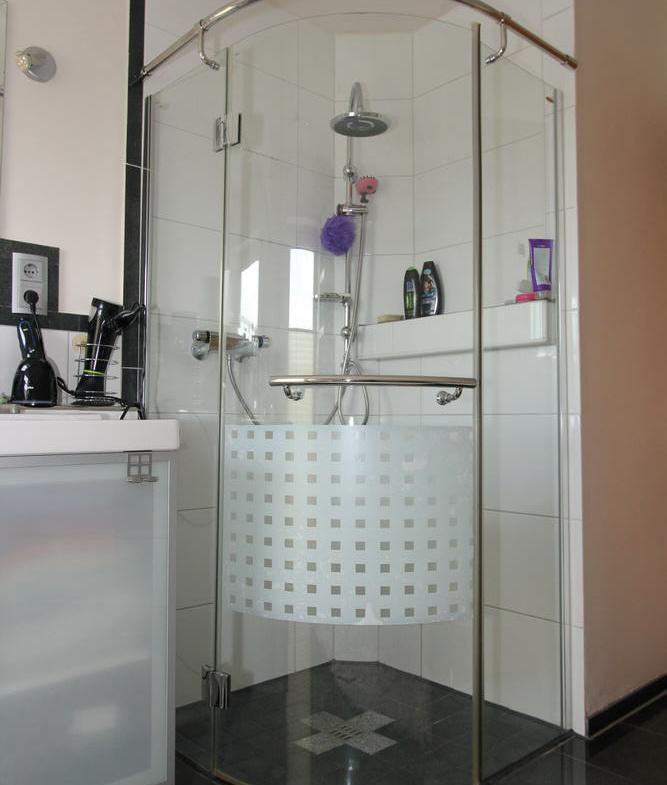 bodentiefe Dusche mit Ganzglakabine
