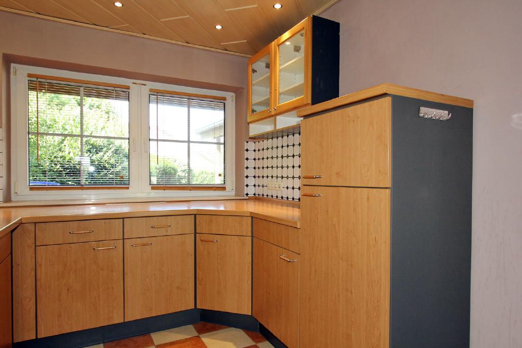 Einbauküche mit Kühl- und Gefrierschrank