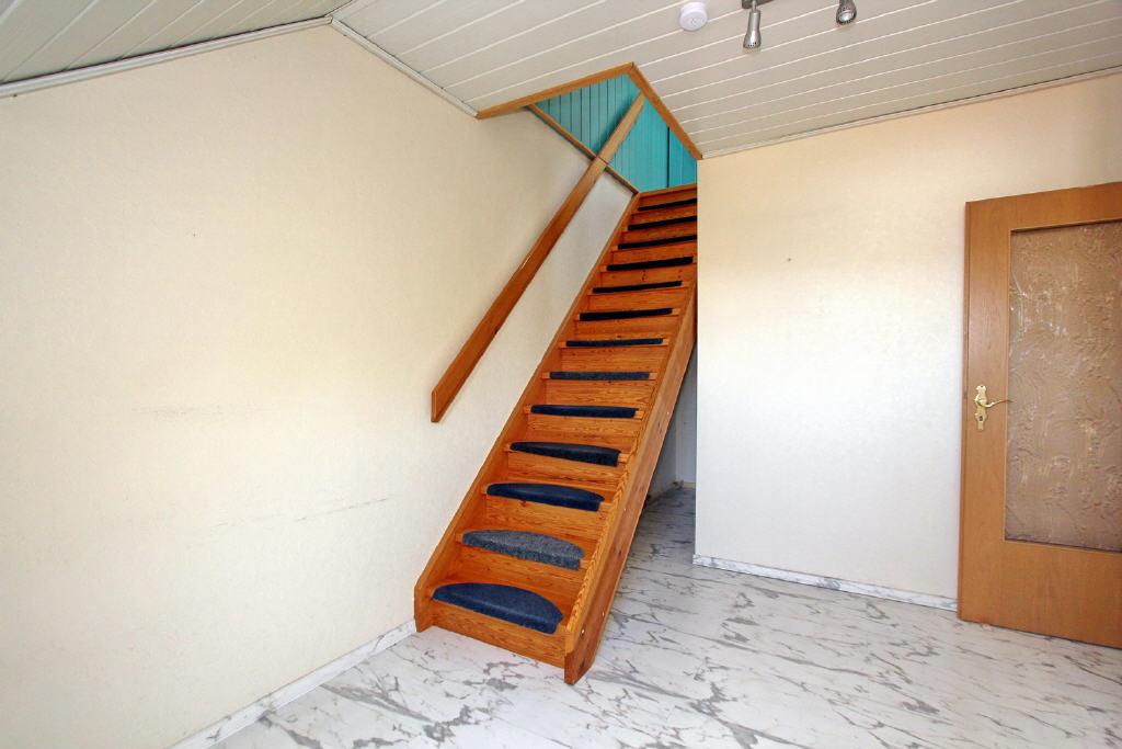 Treppenaufgang in den Spitzboden