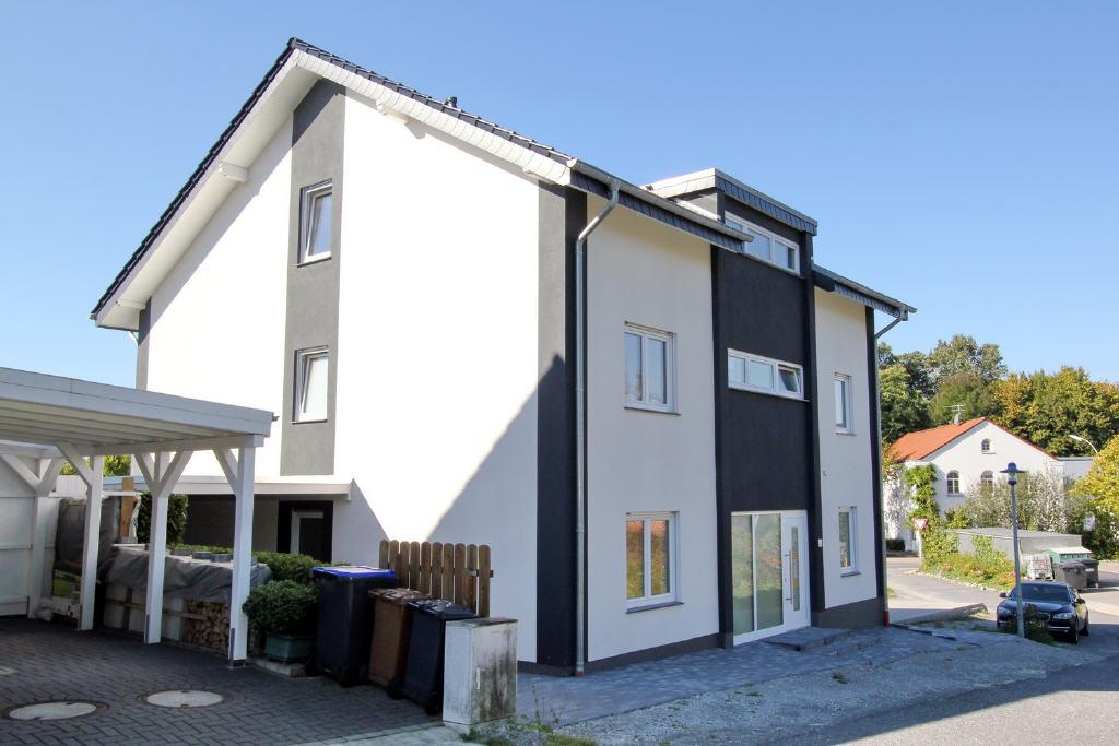 frei stehendes Dreifamilienhaus