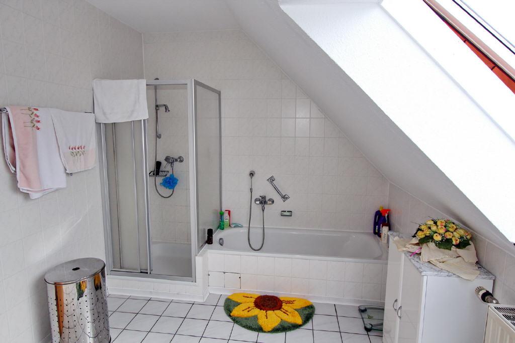 Voll-/Duschbad mit Fenster