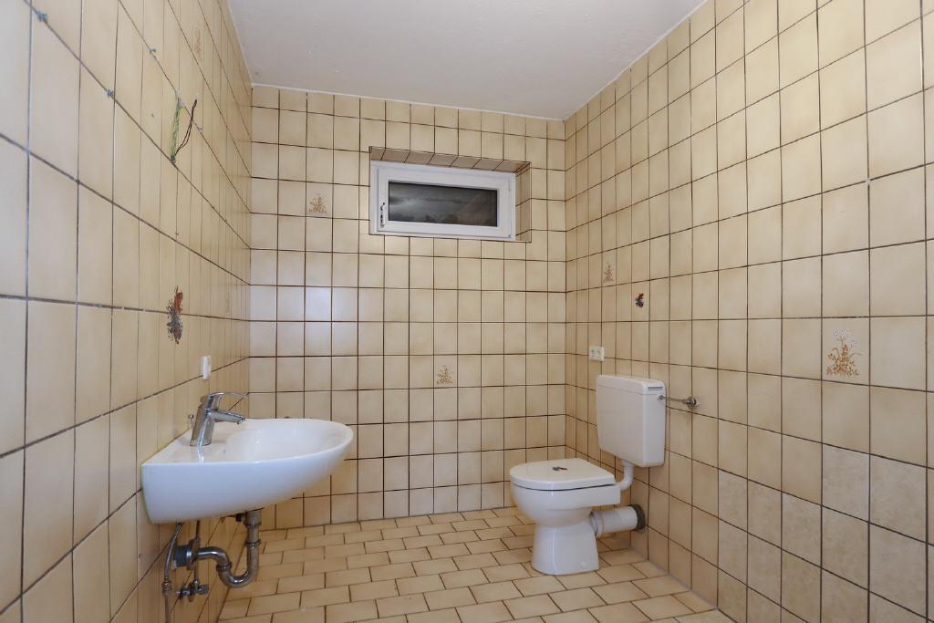 WC mit Waschtisch