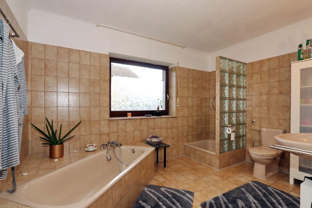 10 m² großes Voll-/Duschbad