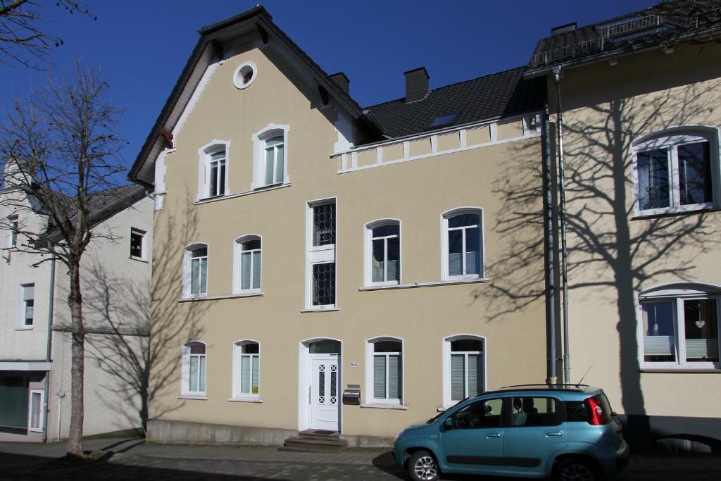 zwei große Etagenwohnungen