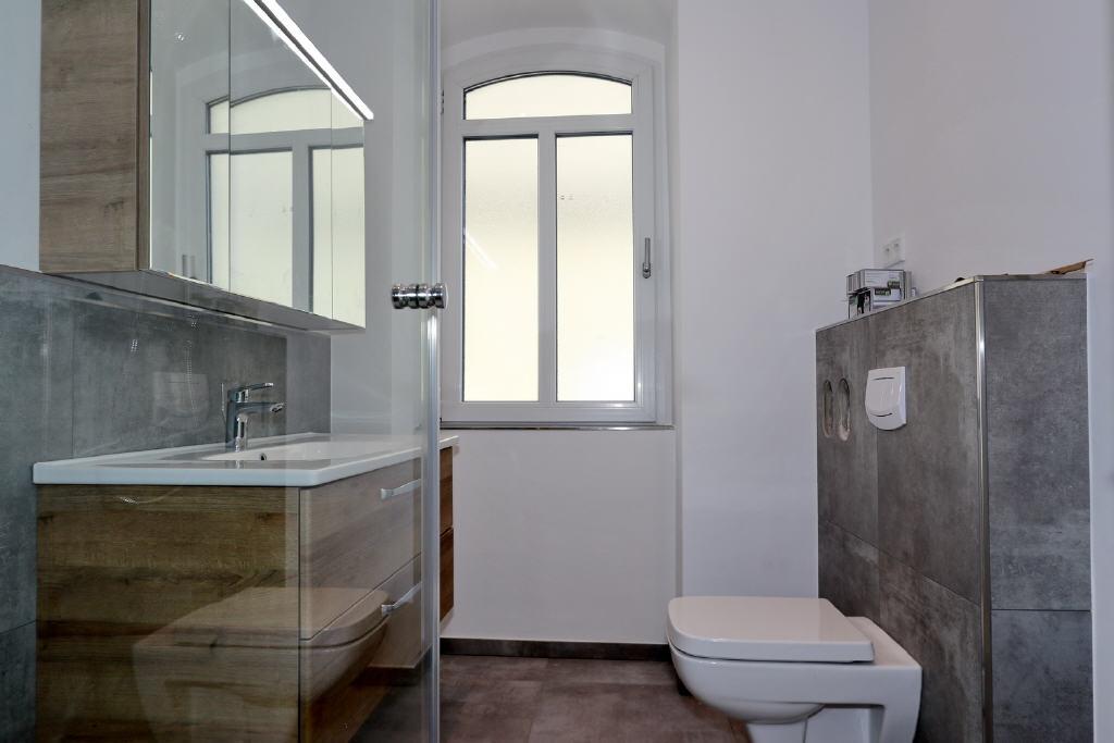 modernes Hänge-WC
