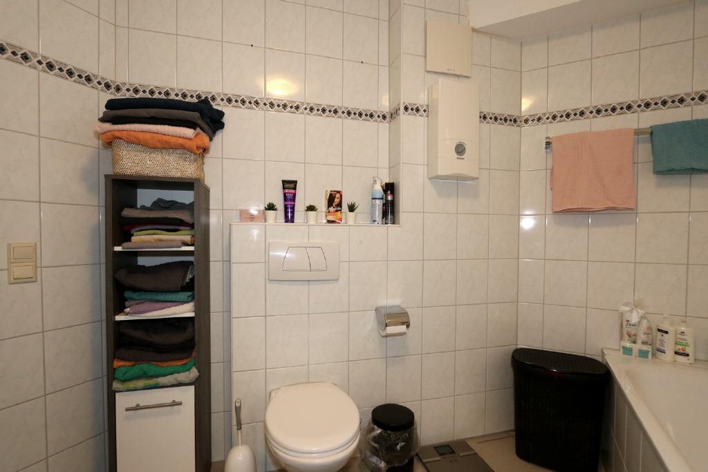 Voll-/Duschbad mit Hänge-WC