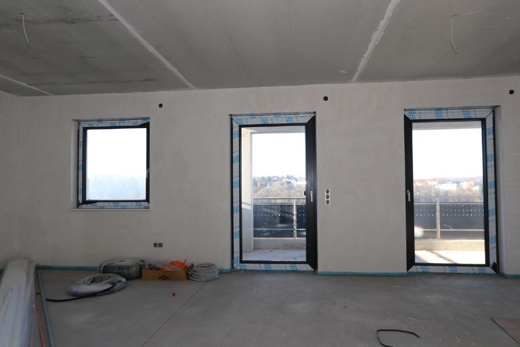 Wohn-/Esszimmer mit Balkontür
