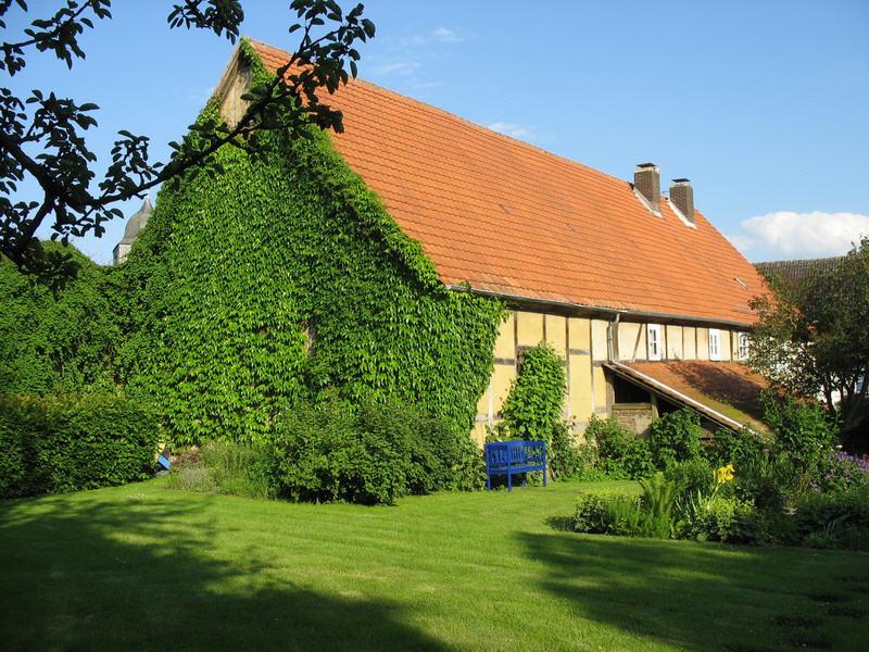 ehemalige Stallungen mit Garten