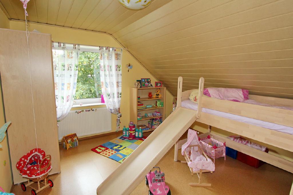 große, helle Kinder- und Schlafzimmer