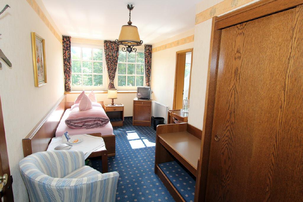 gut ausgestattete Einzelzimmer