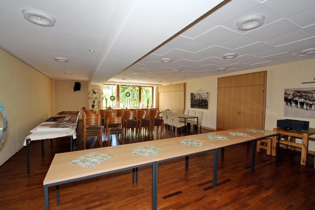 Gesellschaftsraum mit bis zu 70 Sitzplätzen an Tis
