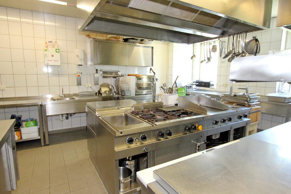 Gastronomieküche (42 m²) + anschl. Kühlraum)