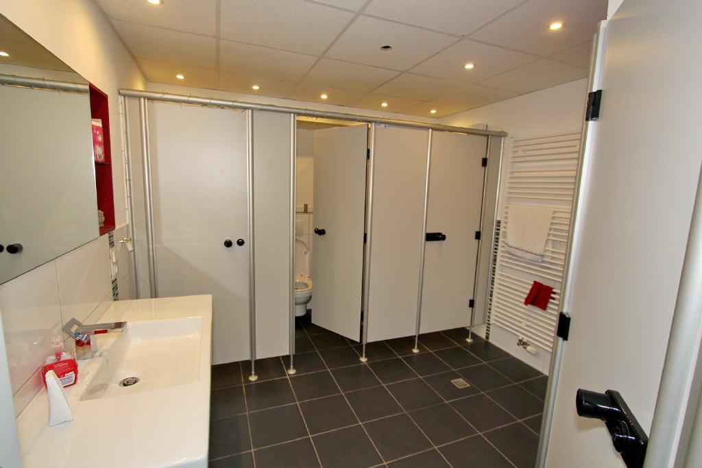 neu gestaltete WC-Anlage